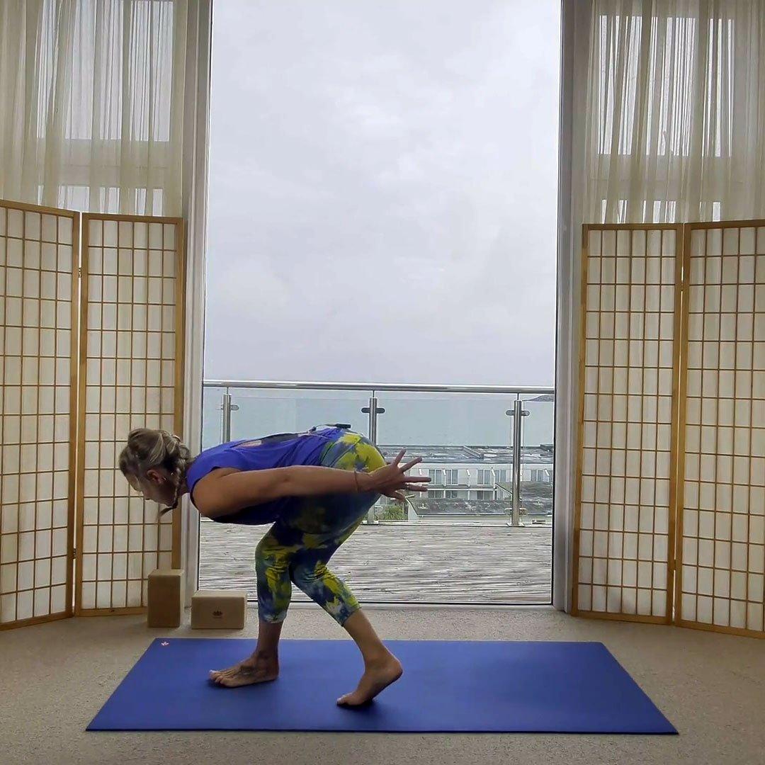 On Demand Online Yoga Oceanflow Anywhere Energise yoga class spiralling around